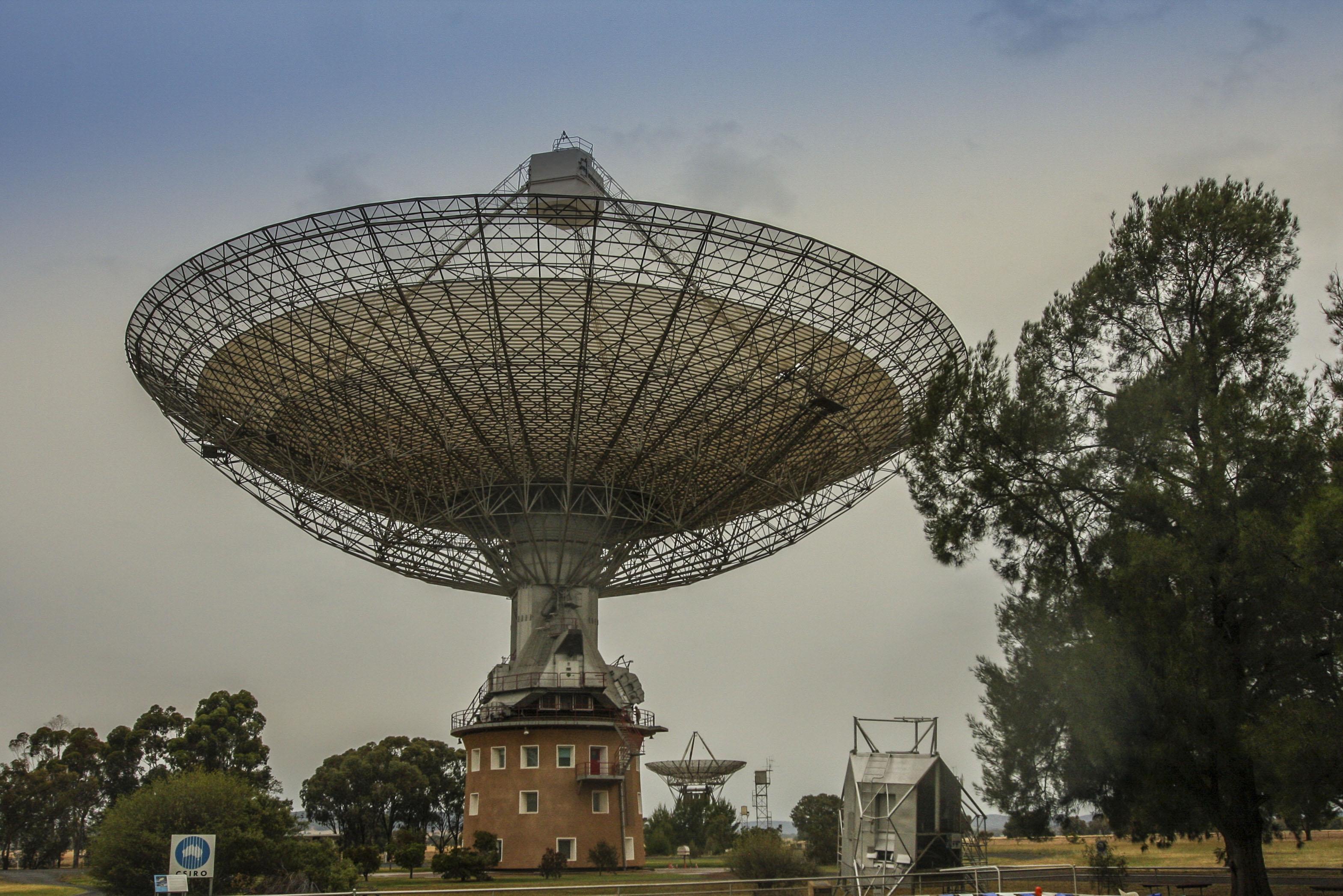Radioteleskopy ( Parkes i Canberra DEEP Space Communication Complex ) AUSTRALIA