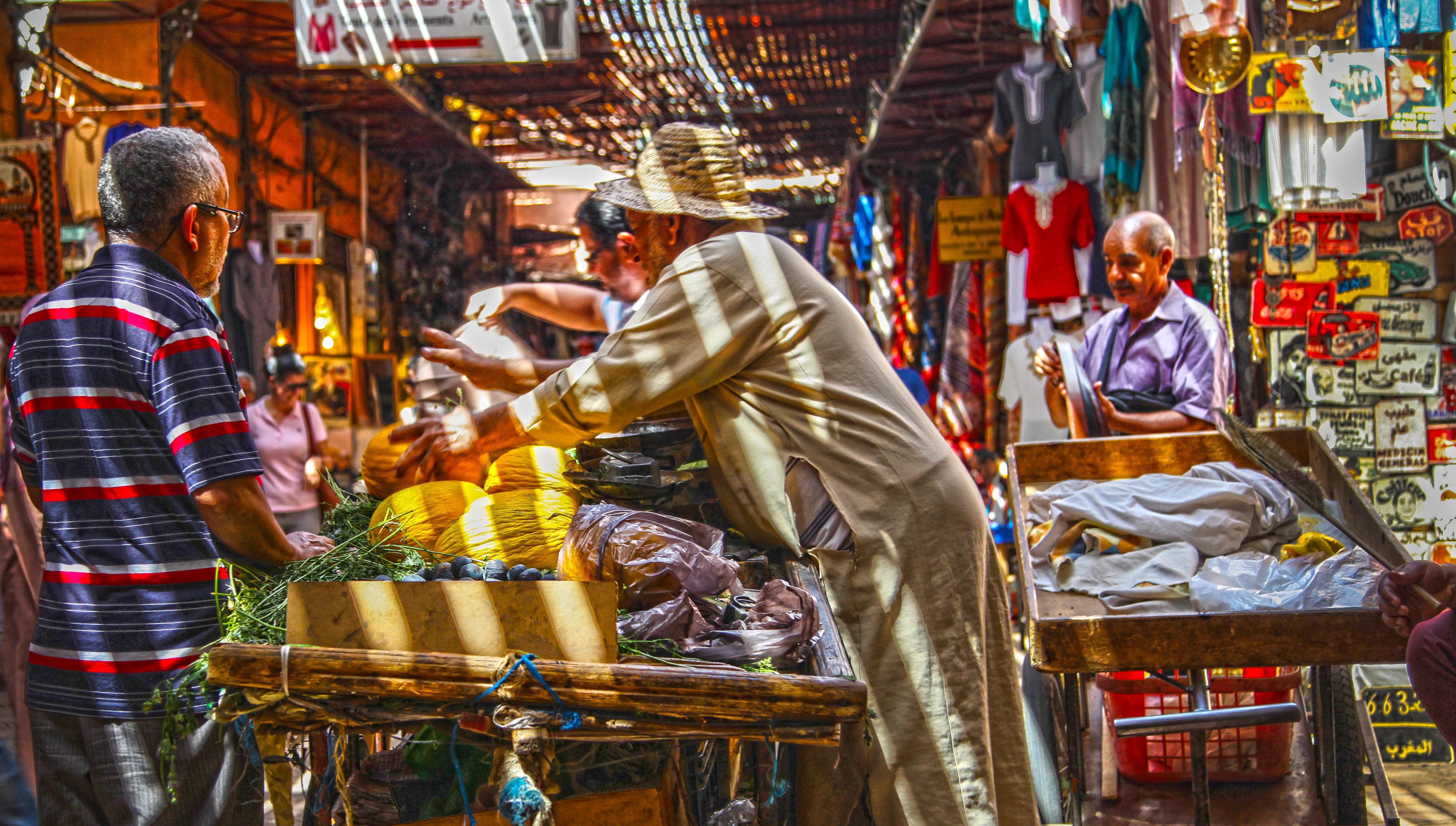 Marrakesz – nocą prawdziwa CZARNA AFRYKA